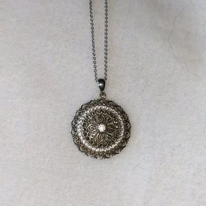 Jewelry - Sterling silver necklace with pendant